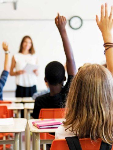 Professora viraliza na web com aula didática que alerta crianças sobre abuso infantil